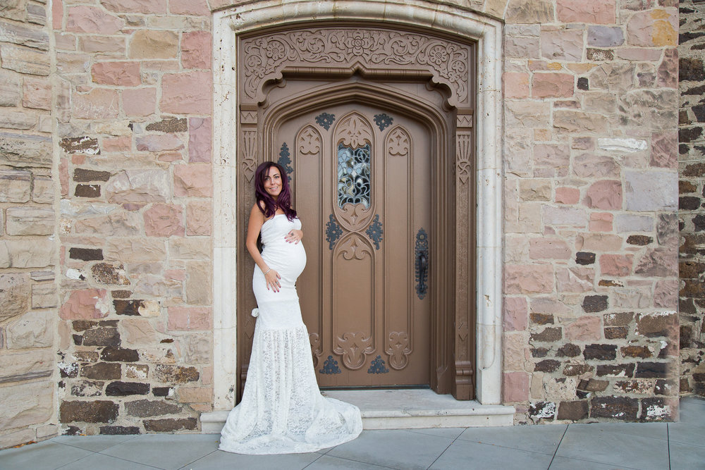 Maternity Photo at Mansion - White gown.jpg