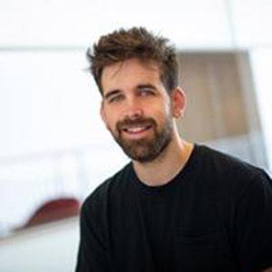 Taylor Webb    Programmierer für psychophysische Studien   Taylor ist ein Doktorand am Princeton Neuroscience Institute und hat bereits an einer Reihe von Gehirnscan-Experimenten mit Kajsa zusammengearbeitet. In seiner Forschungsarbeit nutzt er Bildgebende Verfahren (funktionelles MRT des Gehirns) und Hirnstimulation (transkranielle Magnetstimulation), während die Teilnehmer Sehaufgaben ausführen. Sein Ziel ist es, die Beziehung zwischen visueller Aufmerksamkeit und subjektiver Wahrnehmung zu verstehen. Taylor schloss sich dem Team von Extraordinary Brains an, um die für Online-Studien benötigte Programmierung durchzuführen.