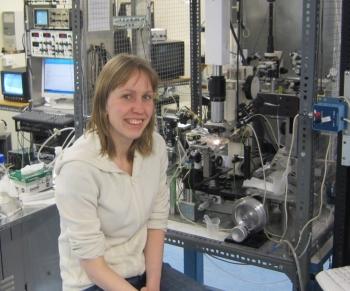 Kajsa an einem Elektrophysiologiesetup an der at an Otago Universityät, Neu Seeland