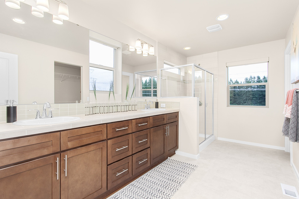 Conner Homes Amber Shaker Bath