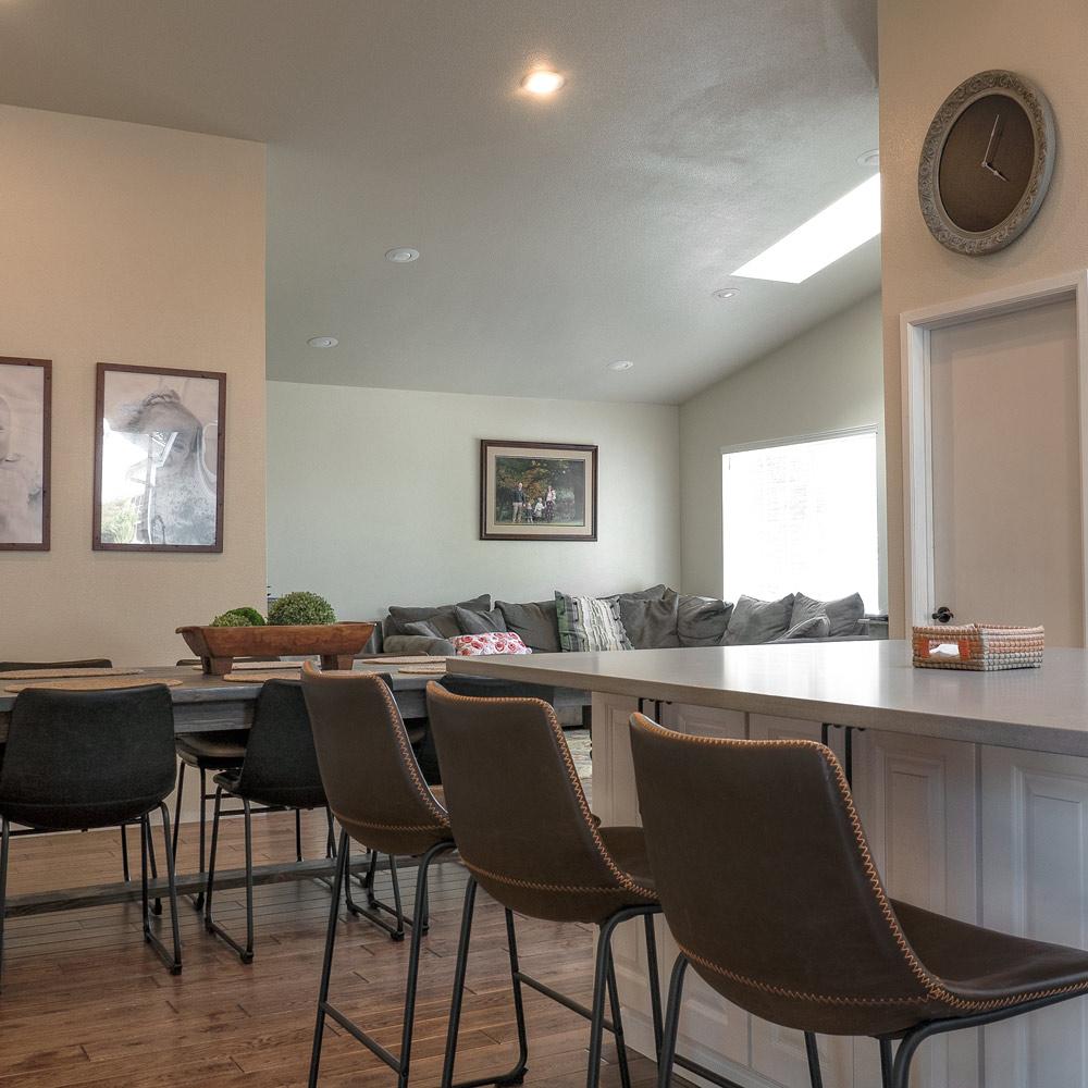 _1960404-HDR-Livingroom2.jpg