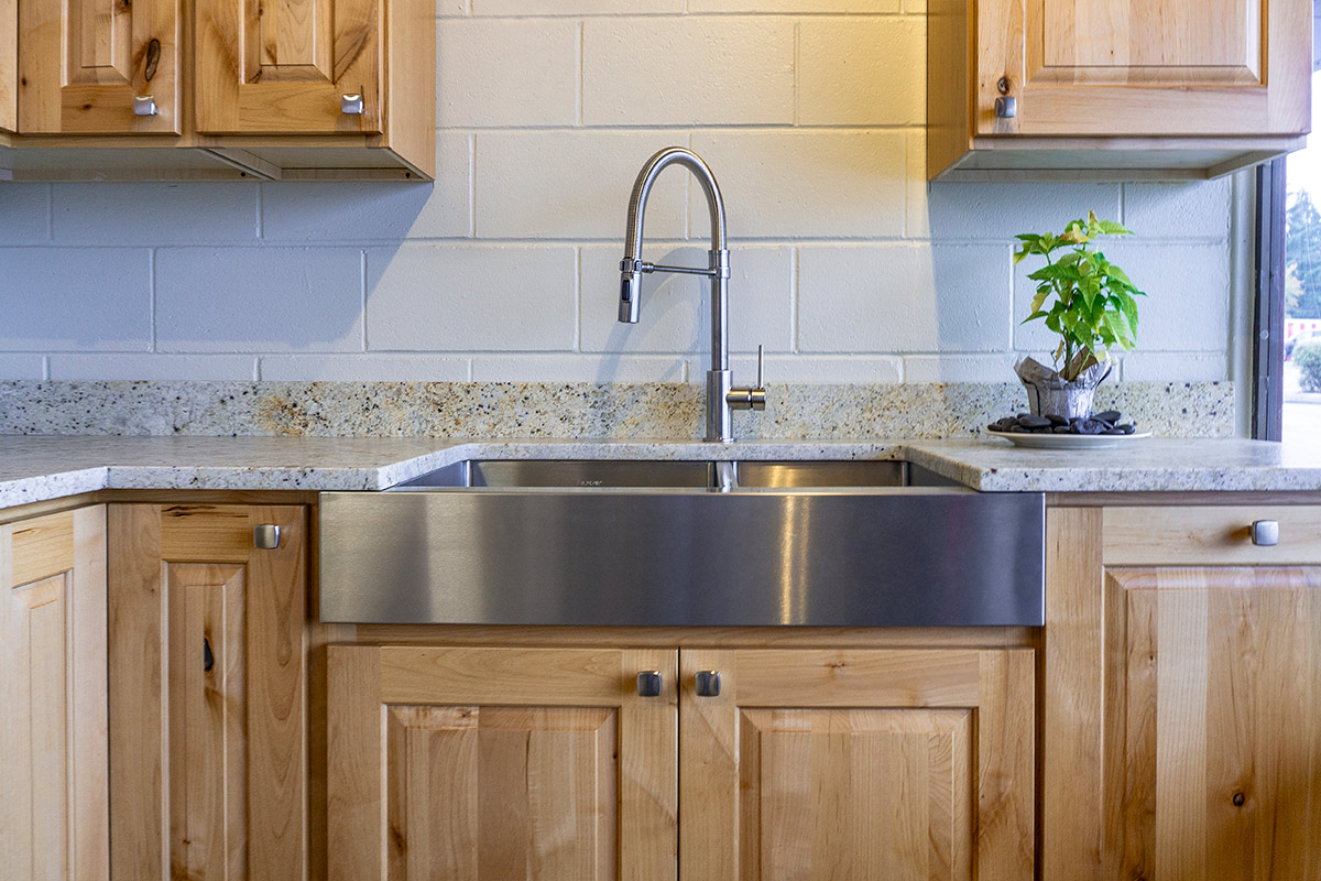 5 Kitchens That Designers Love Founder S Choice Kitchen Cabinets Countertops