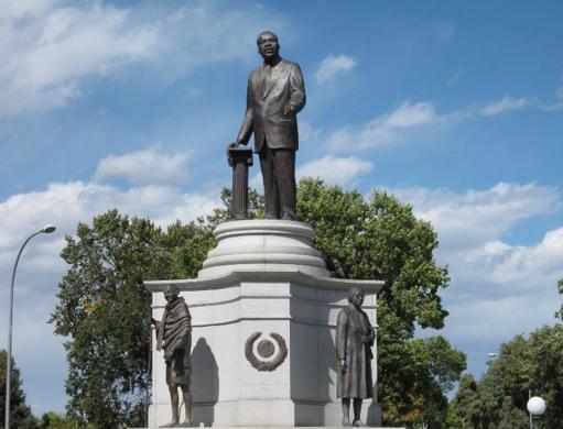 MLK JR. MONUMENT, ED DWIGHT, 2002