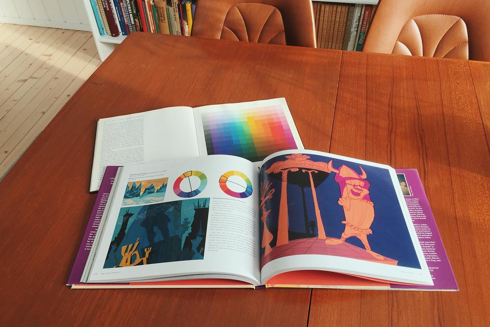 """To fantastiske bøker jeg har brukt i undervisningen. """"Johannes Itten Farvekunsten og dens elementer"""" og """"The Noble Approach"""" av Tod Polson. Et must for de som elsker å jobbe med farger."""
