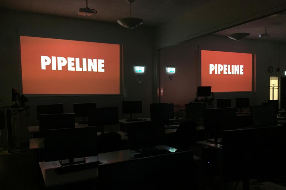 Klasserommet hvor jeg har holdt undervisningen. En gjennomgang av pipeline hører med til visuelle effekter, gjerne med litt rødt for ekstra effekt.