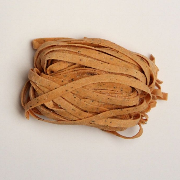 Tomato-Basil Fettuccine   10 - 1lb. gas flushed pouches / case. 4 - 4oz portions / lb. 6 mm wide - 1.25 mm thick