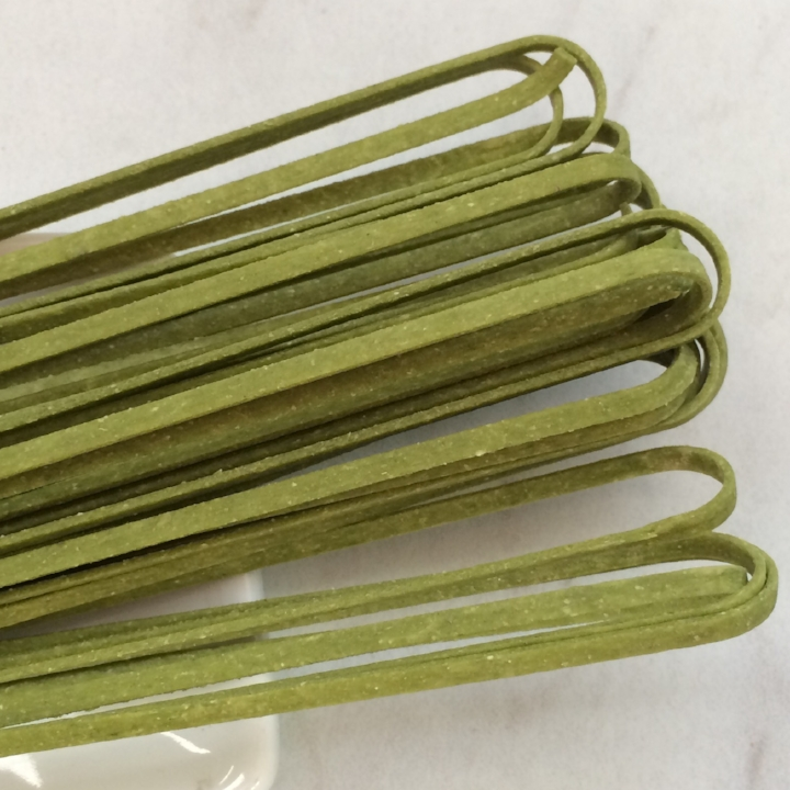 "Spinach Linguine   17"" - 3mm wide - 1.2mm thick / 10 lb. Bulk Case"