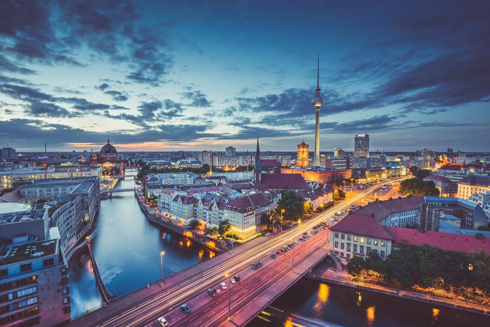 Berlin skyline dusk.jpg