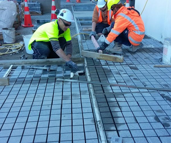 Flamed-Granite-setts-being-installed.-Grand-Central-street-front-34vb5r6mit8fsrpkuetn28.jpg