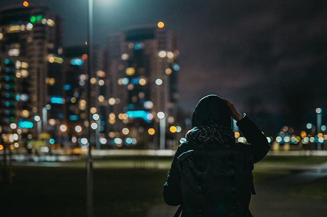 City in nights turns to be magical. Lights bringa whole another world. 🌃 Photo: @kristsll  ___ #mizobackpacks #yourhighland#backpack #rucksack #daypack #canvasbackpack #rolltopbackpack #rolltoppack #commuterspack #slowfashion #handmade #sustainablefashion #madetocreate #madetolast #dailycarry #sustainableliving #smallbusiness #slowtravel #ethicalfashion #waxedcanvas #waxedcotton #canvasbag #modernnomads #getoutdoors #instatravel #travelmadesimple