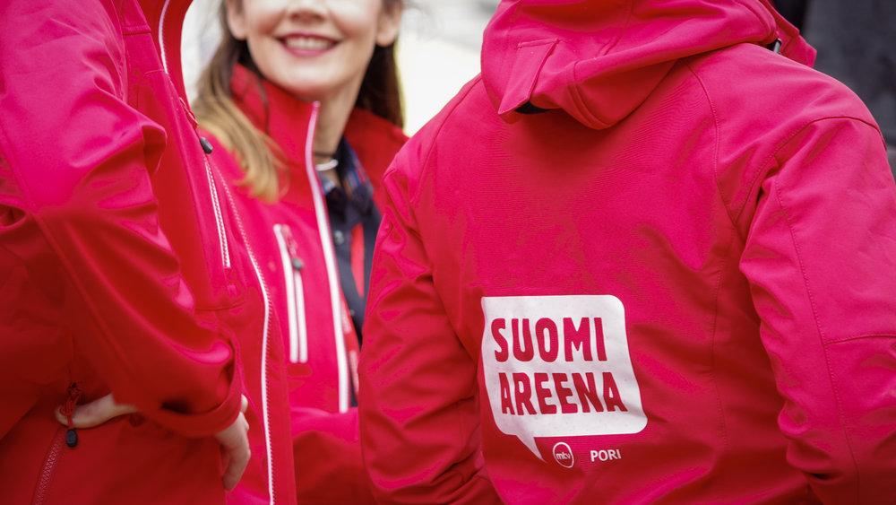 HYYn uusimpiin kesäperinteisiin kuuluu SuomiAreenaan osallistuminen Porissa. Ylioppilaskunnan hallitus tapaa tapahtumassa muita kansallisia vaikuttajia ja ajaa opiskelijoille tärkeitä asioita.  Kuva: SuomiAreena (2017)