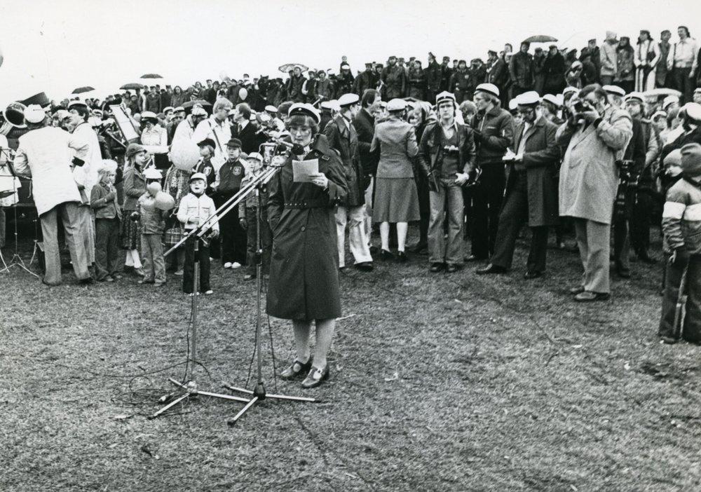 Sukupuolten välisen tasa-arvon edistämisessä otettiin iso askel eteenpäin, kun HYYn hallitus sai ensimmäisen naispuheenjohtajansa vuonna 1977. Virkaan valittiin tällöin Paula Viertola.  Kuva: HYYn arkisto (1977)