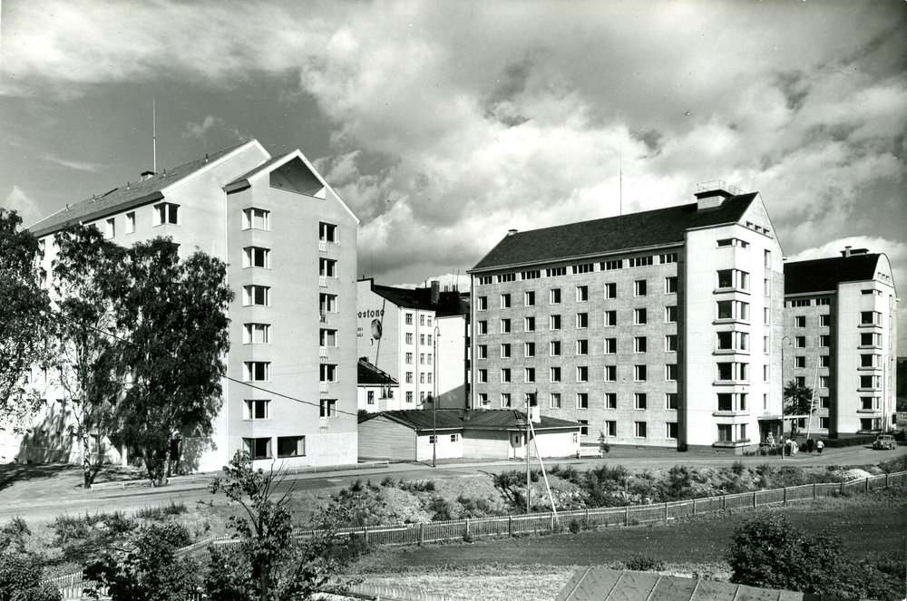 Domman eli Domus Academican rakentaminen lisäsi opiskelijoiden yhteiskunnallista tasa-arvoa merkittävästi. Asuntolan talot valmistuivat vuosina 1947, 1952 ja 1968. Oma asuntola mahdollisti säälliset asumisolosuhteet muillekin kuin pääkaupunkiseudulta tai varakkaista perheistä kotoisin oleville opiskelijoille.   Kuva: HYYn arkisto (1960-luku)