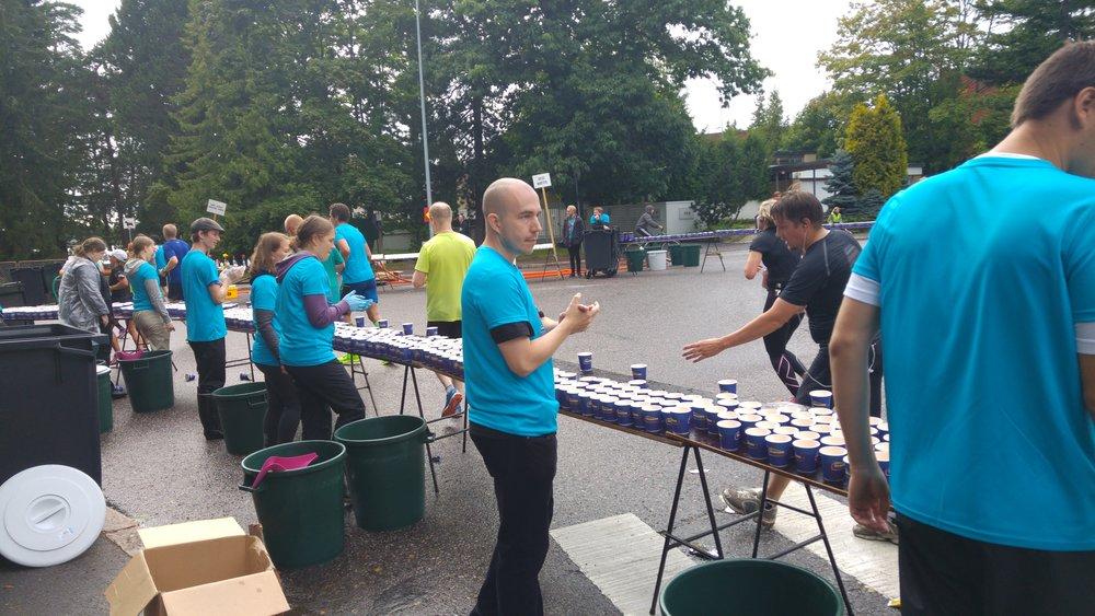 Toisinaan ylioppilaskunnan jäsenet järjestävät liikuntatapahtumia muillekin kuin opiskelijoille. Vuonna 2016 HYYn vapaaehtoiset osallistuivat Helsinki City Marathonin järjestämiseen.  Kuva: Mikael Lehtonen (2016)