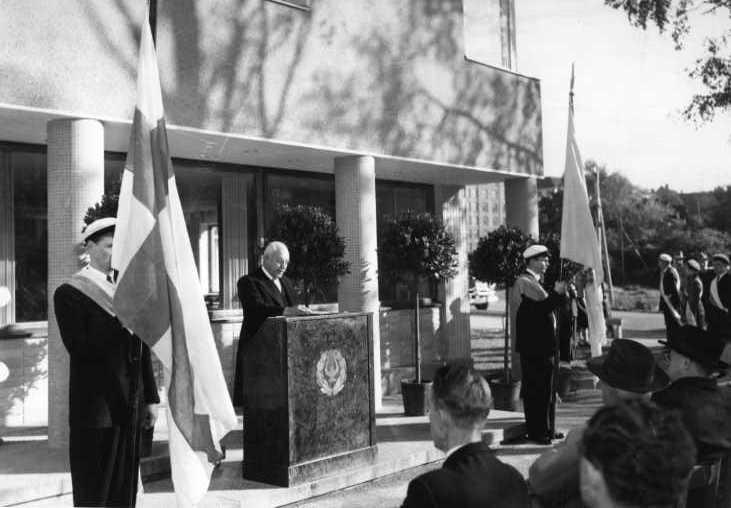 Domman A- ja B-talot valmistuivat jo vuonna 1947. Pankinjohtaja C. A. Öhman vihki myöhemmin rakennetun C-talon käyttöön juhlallisessa tilaisuudessa 20. syyskuuta 1953.  Kuva: HYYn arkisto (1953)