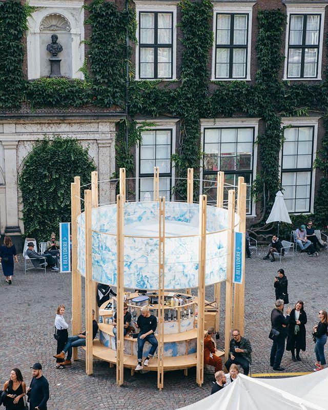 I weekenden hjalp vi vores kunde @belvederevodka med brand activation på kunstmessen @chart_artfair. Messen er nordens største kunstmesse og havde i år mere end 25.000 besøgende over tre dage #chart #chartartfair #belvederevodka