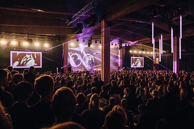 Vi ser stadig tilbage på forrige fredag. 1800 glade gæster til koncernfest, mad, barer og koncert med @lukasgraham