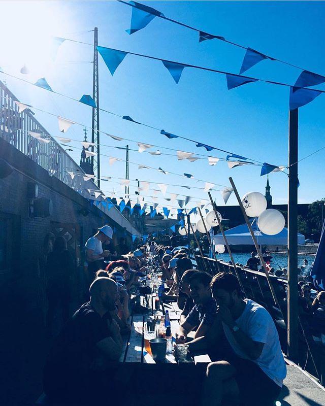 I løbet af den fantastiske danske sommer lavede vi en række mindre events med @1664blancdk. Arrangementerne stod på iskolde øl, sol og god stemning. Billederne her er fra vores arrangement på @kayakbar