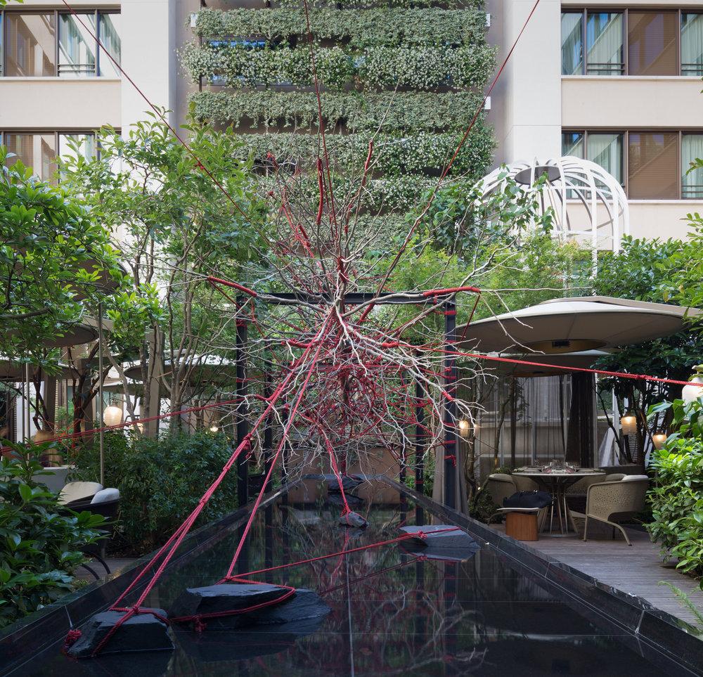 hotel_mandarin_oriental_paris_terraces_gardens_art_installation_the_red_garden_christophe_gautrand_landscape_outdoor_designer_2.jpg