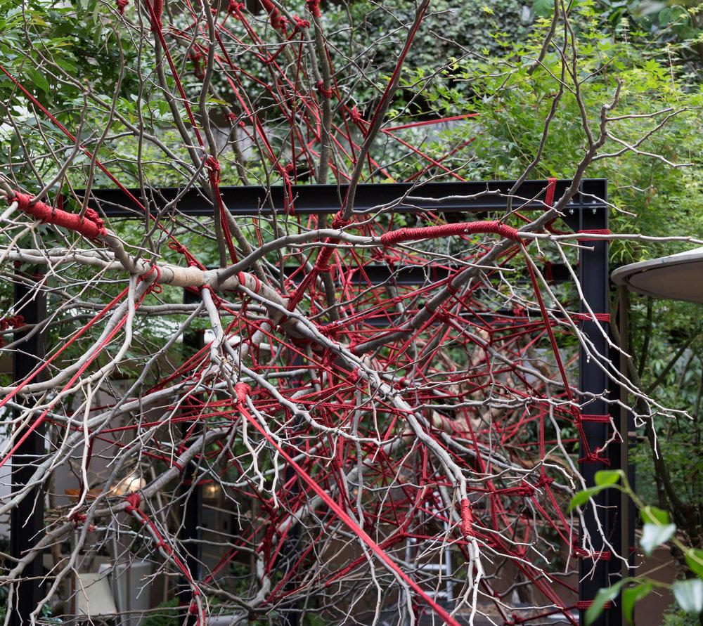 hotel_mandarin_oriental_paris_terraces_gardens_art_installation_the_red_garden_christophe_gautrand_landscape_outdoor_designer_8.jpg