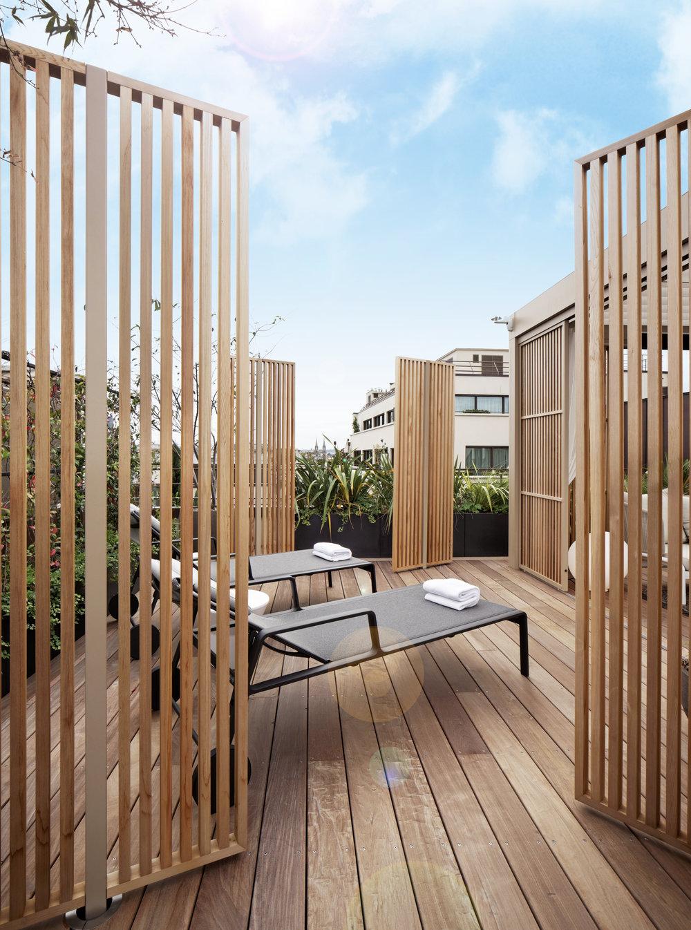 Suite Penthouse / Hôtel Mandarin Oriental Paris   A l'occasion du réaménagement de la Suite Penthouse, l'Agence Christophe Gautrand & Associés imagine une terrasse à l'atmosphère orientale-parisienne.