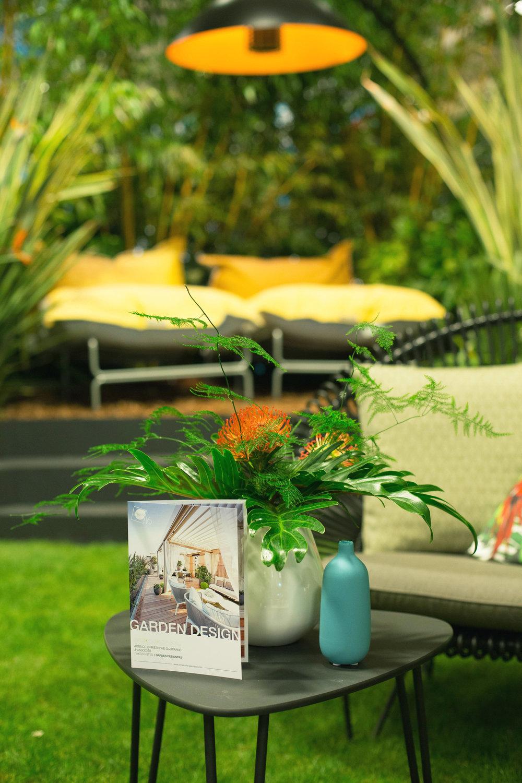 Salon EquipHotel / Espace Outdoor Studio 16   Véritable écrin sensoriel pour les clients résidents et extérieurs avides d'expériences uniques, le jardin imaginé par l'Agence ouvre la porte d'un univers délicat et intime.