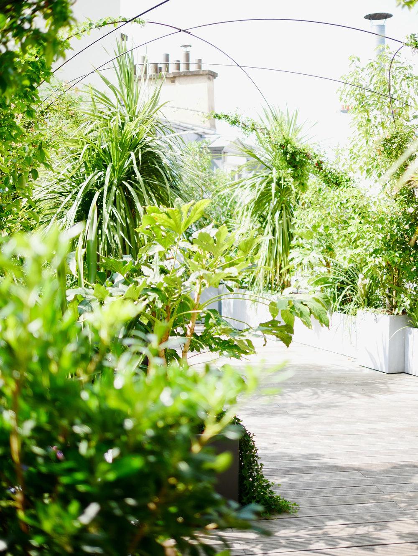 Terrasses / Bureaux KWERK Haussmann, Paris   Les 300 m2 de terrasses des bureaux de coworking KWERK imaginé par l'Agence Christophe Gautrand & Associés offrent bien-être à ses occupants.