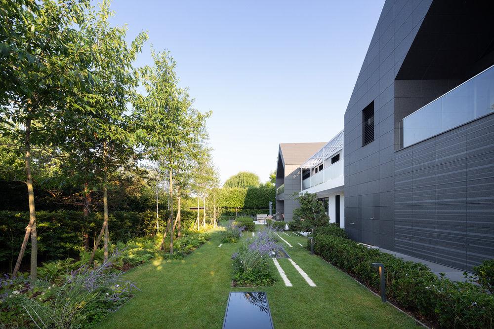 Jardin d'eau, Luxembourg   L'Agence imagine un jardin contemporain en harmonie avec le bâtiment qui accueillera des sculptures et des éléments de mise en scène de l'eau.