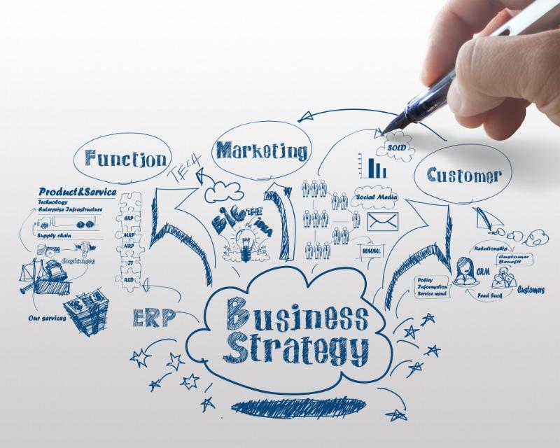 """- """"El Modelo Comercial de una empresa se debe convertir en una de las mejores herramientas de Productividad y Competitividad de las organizaciones. Debe trascender a las personas y no depender del gerente comercial de turno. Debe aprovechar al máximo el uso de la tecnología para implementar procesos más efectivos y hacer uso de la información para ganar velocidad en el logro de las metas comerciales."""""""