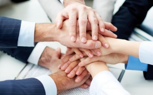 """Nuestro propósito es ayudar a las empresas a lograr sus resultados comerciales en el menor tiempo posible. """" -"""