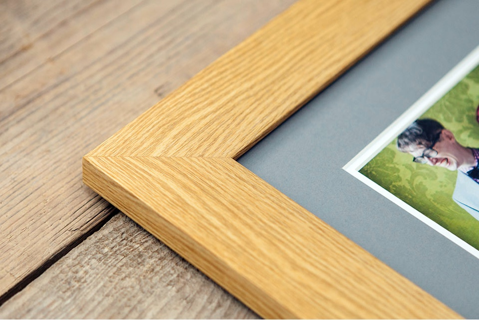 cambridgeshire-childrens-photographer-framing.jpeg