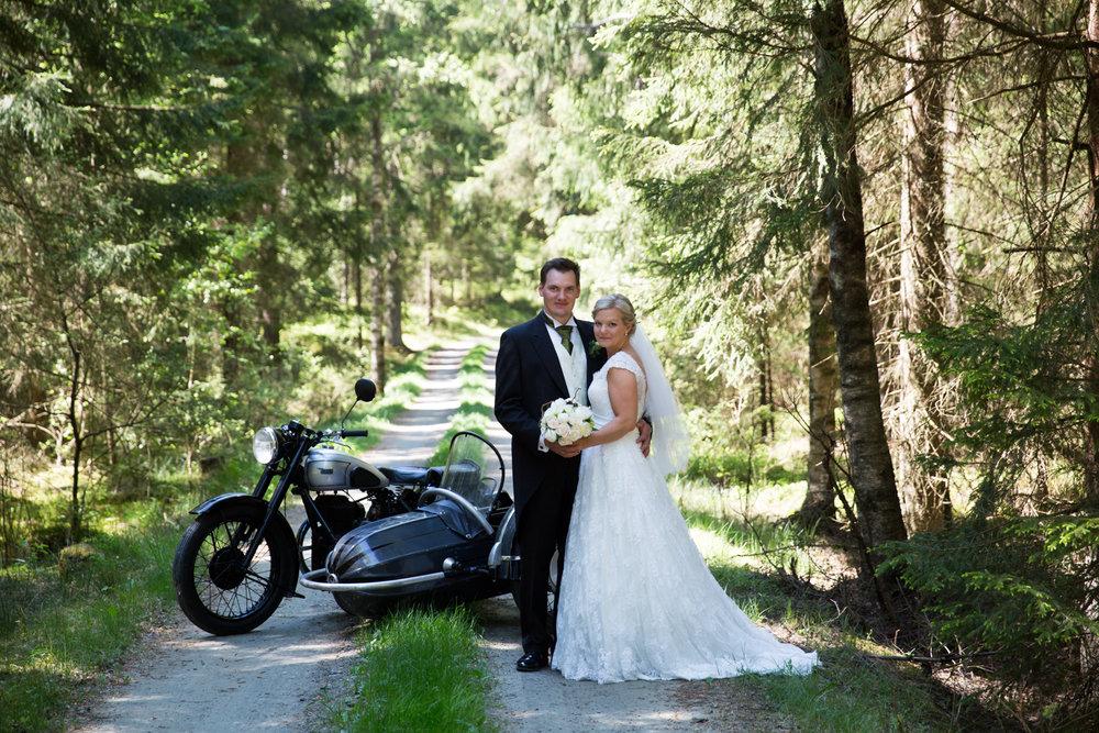 Fotografmatilda_tranemo_bröllopsfoto_fotografering_mossebokyrka_tranemo_brudbukett_brudklänning.jpg