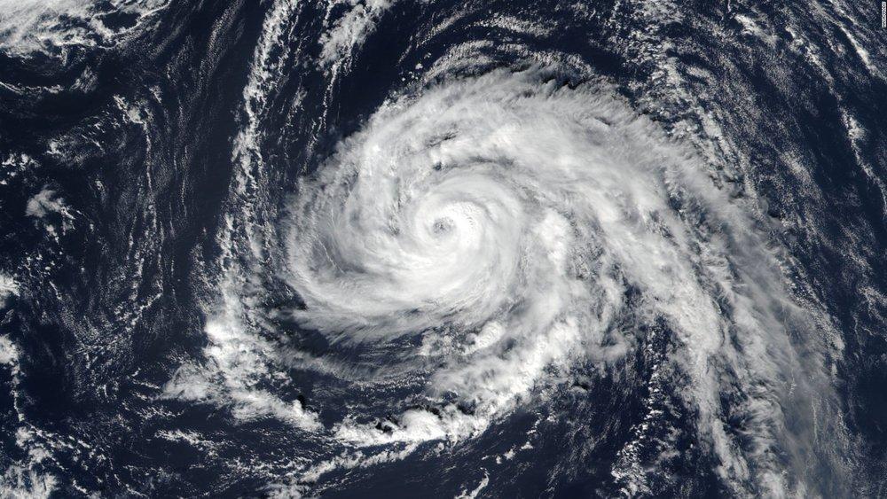 171014153621-hurricane-ophelia-101317-full-169.jpg