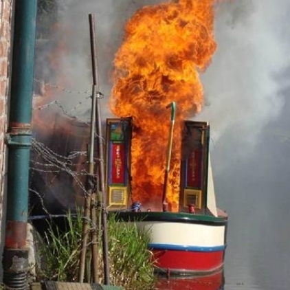 Boatfire.jpg.gallery.jpg