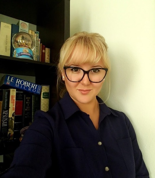 How do you see yourself? This is my profile photo on LinkedIn – showing my best self to   potential employers and business contacts, in front of my precious books.