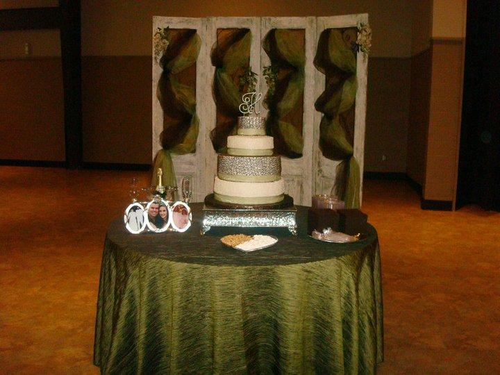 brown cake table.jpg