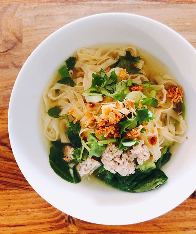 Silky garlicky salt chicken broth to cure post five hours of Korean Karaoke voice.  Fried up crushed garlic, skin on until crisp. Strained out garlic crisps and set aside. Stir fried ground chicken in garlic oil, added water, brought to a boil and seasoned with salt and soy sauce. Poured broth over blanched egg noodles and spinach (i didn't have bean sprouts on hand). Top with scallions, cilantro and fried garlic. . . . . . . . . . . #thaifood#thailand#foodporn#cheflife#hungry#foodie#foodig#feedfeed#seriouseats#dailyfoodfeed#bonappetit#travelig#eater#breakfast#f52grams#feedfeed#huffposttaste#buzzfeast#eeeeeats#thekitchn#foodandwine#vscofood#foodnetwork#foodstyling#foodphotography#vscofood#lifeandthyme#eater#heresmyfood#food52#eattheworld#tastingtable
