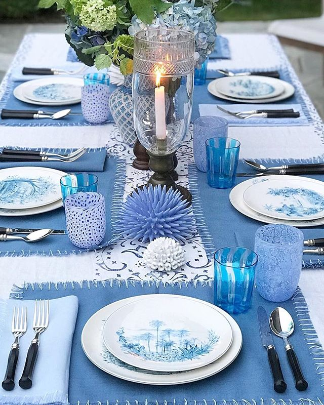 This tablescape by @landofbelle gives me major al fresco dinner party inspo 💙 #repost