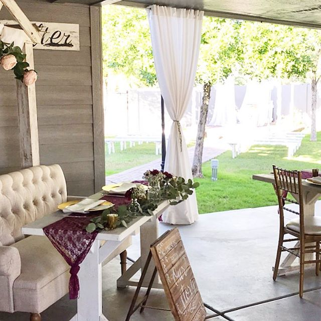 Outdoor patio weddings are THE cutest! 🌞🦋🌵