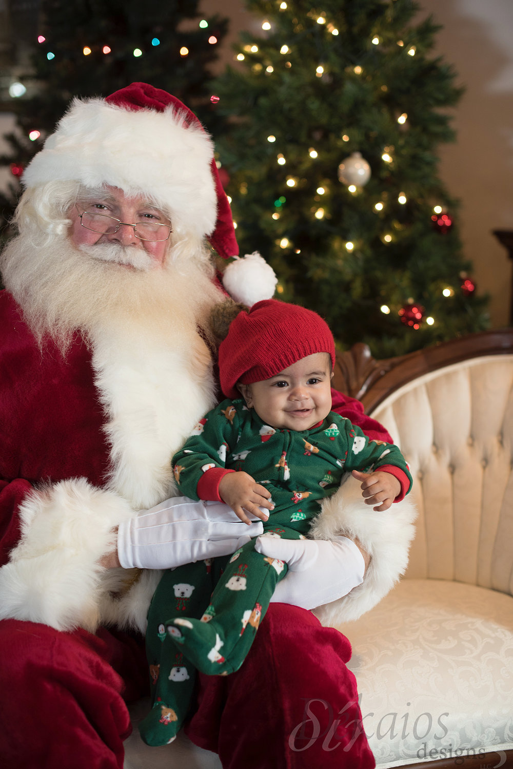 It was this little girl's first Christmas, so sweet xoxo