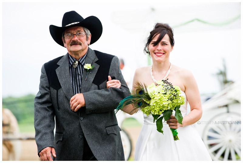farm wedding photos Ohio Mastroianni (20)
