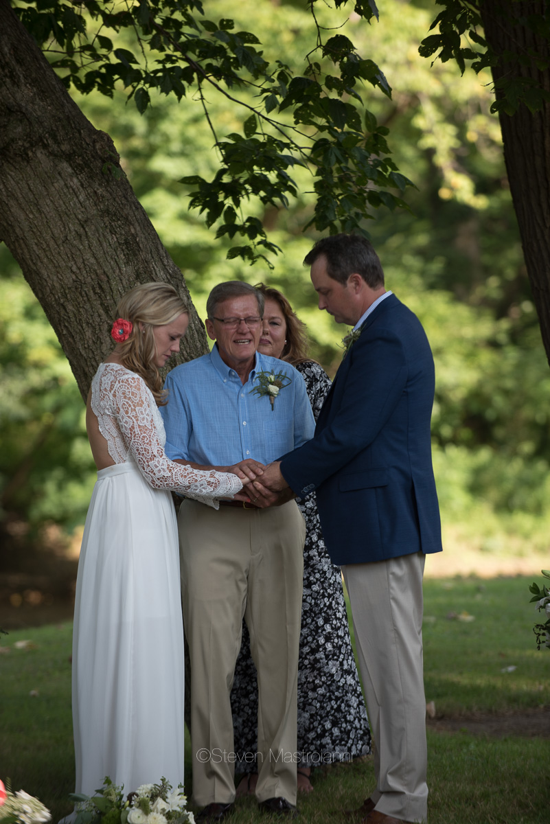 backyard-wedding-photos-cleveland-akron (9)