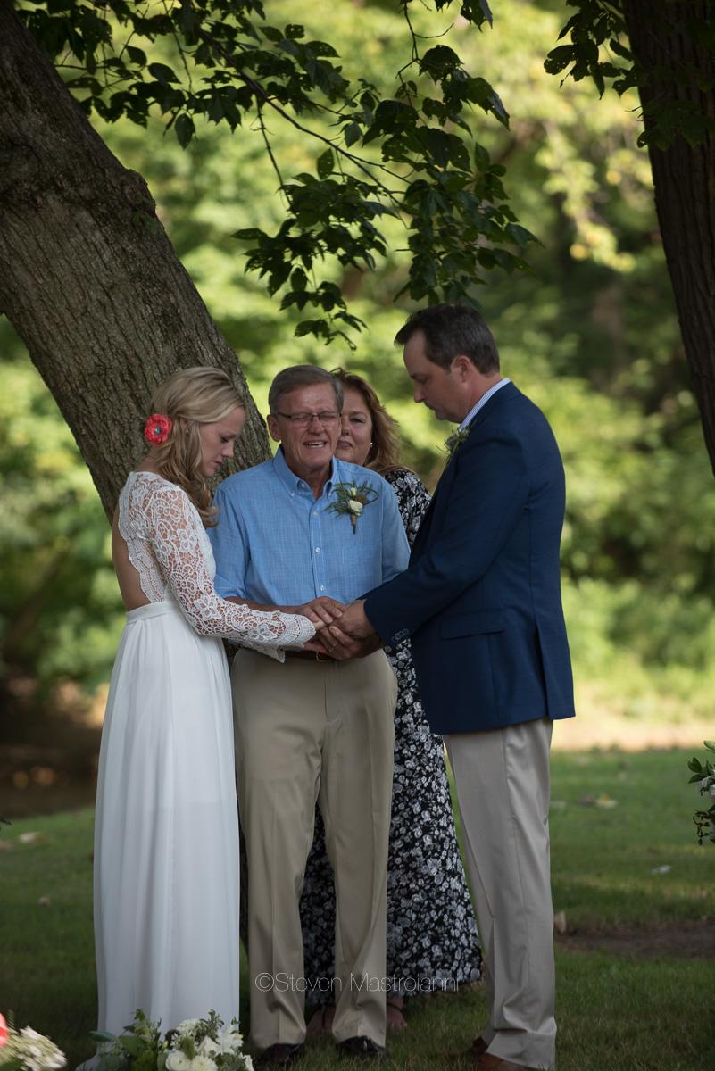 backyard-wedding-photos-cleveland-akron (9)