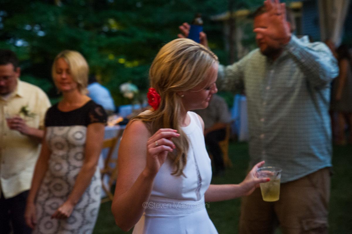 backyard-wedding-photos-cleveland-akron (1)