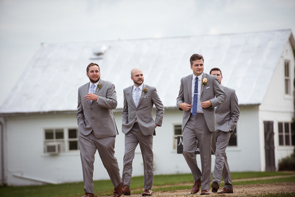 farm-wedding-photos-cleveland-photographer-mastroianni (34)