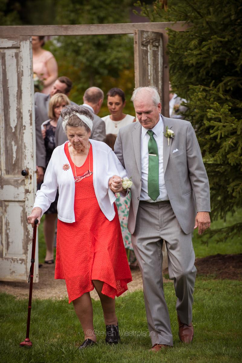 farm-wedding-photos-cleveland-photographer-mastroianni (32)