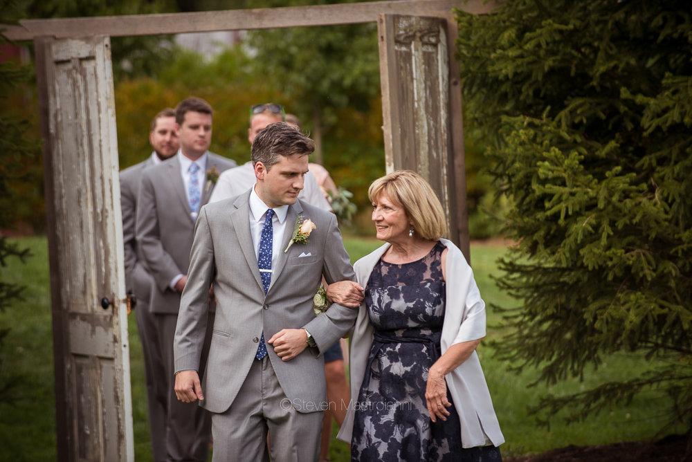 farm-wedding-photos-cleveland-photographer-mastroianni (31)