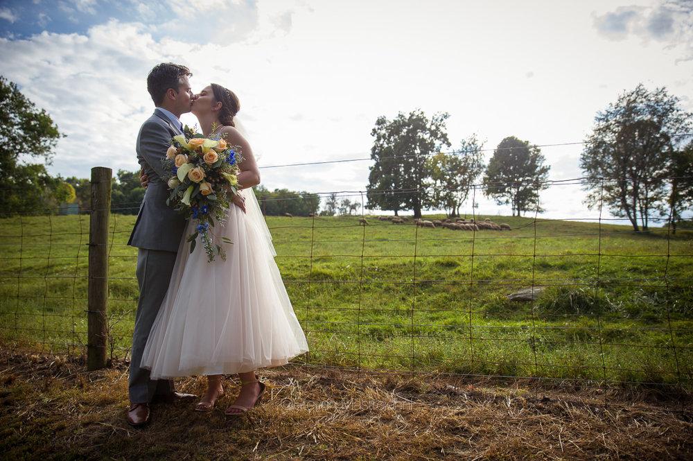 farm-wedding-photos-cleveland-photographer-mastroianni (16)