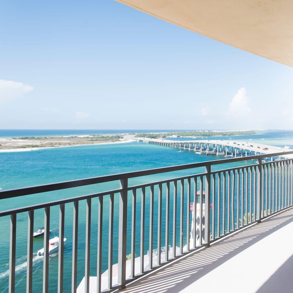 emerald grand harbor walk photographer balcony photo