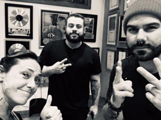 Claudia Brant, Pedro Dash y Marcelinho en su estudio. Enero 2018